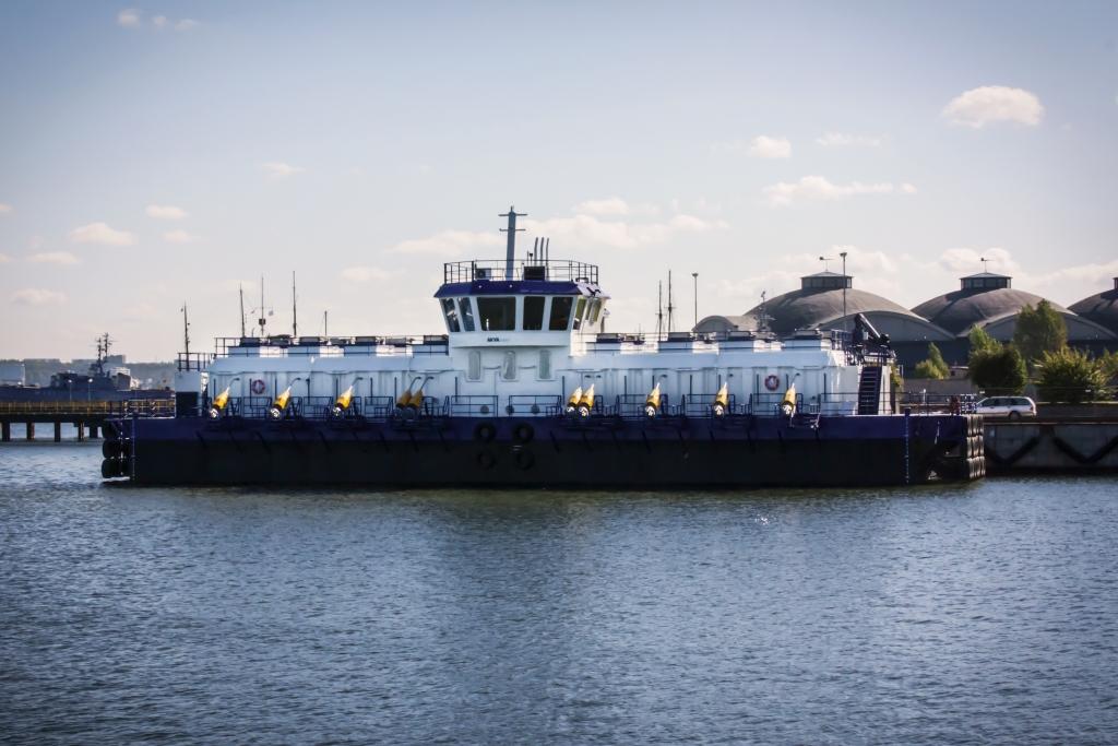 AKVA barge